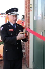 Commissioner of NSW Fire & Rescue Greg Mullins cutting the ribbon